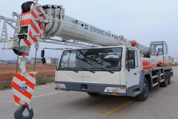 Кран самоходный колёсный QY20H431 с цельной кабиной